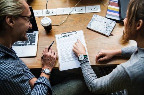 Vous pouvez choisir des contrats sociaux pré-approuvés pour ouvrir votre entreprise au Portugal