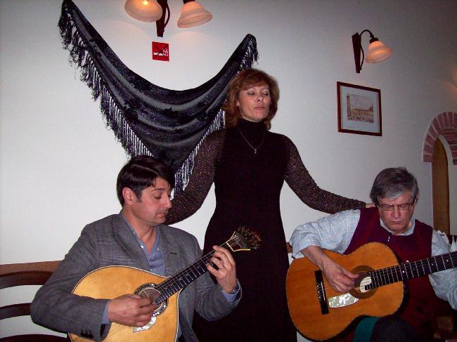 Écouter et assister à un concert de Fado à Lisbonne fait partie des expériences exceptionnelles qu'offre le Portugal.