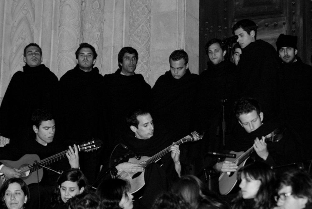 La Fado de Coimbra, chanté par les hommes.