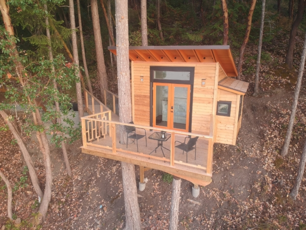 Treehouse has a king day bed and cozy single window bed. A small fridge, kettle and coffee is all you really need.