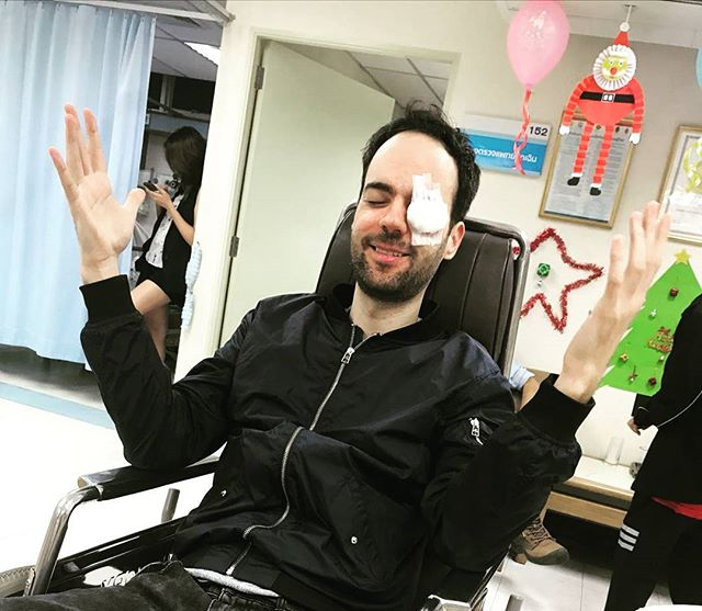 a bit of a rough start for me in 2018.. after my NYE set in Bangkok I ended up in the ER after a little dispute between a party hat and my eye 😅. I wasn't able to use either of my eyes for 2 days, so it was quite an endeavour to get me home. Big thanks to all the people that helped me on my journey home: my own team, the promoter staff at the festival (especially Kevin!), the @klm crew,  fellow passenger Erik and my loved ones! 🙏🙏 I'm home now and it looks like my eye will recover swiftly and fully. Hope to be back in the studio and on the road again soon to kick some serious ass in 2018 😎👊