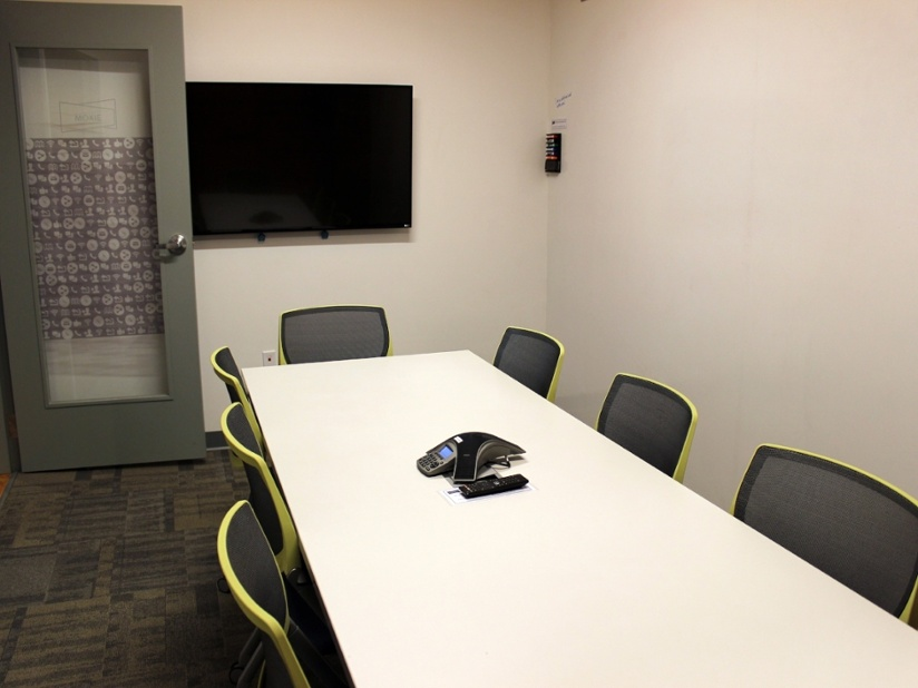 moxy - Seats up to 10 peopleIncludes:Mounted flat screen TV with VGA/HDMI connection1 conference telephoneVideoconferencing equipementWhiteboard wall