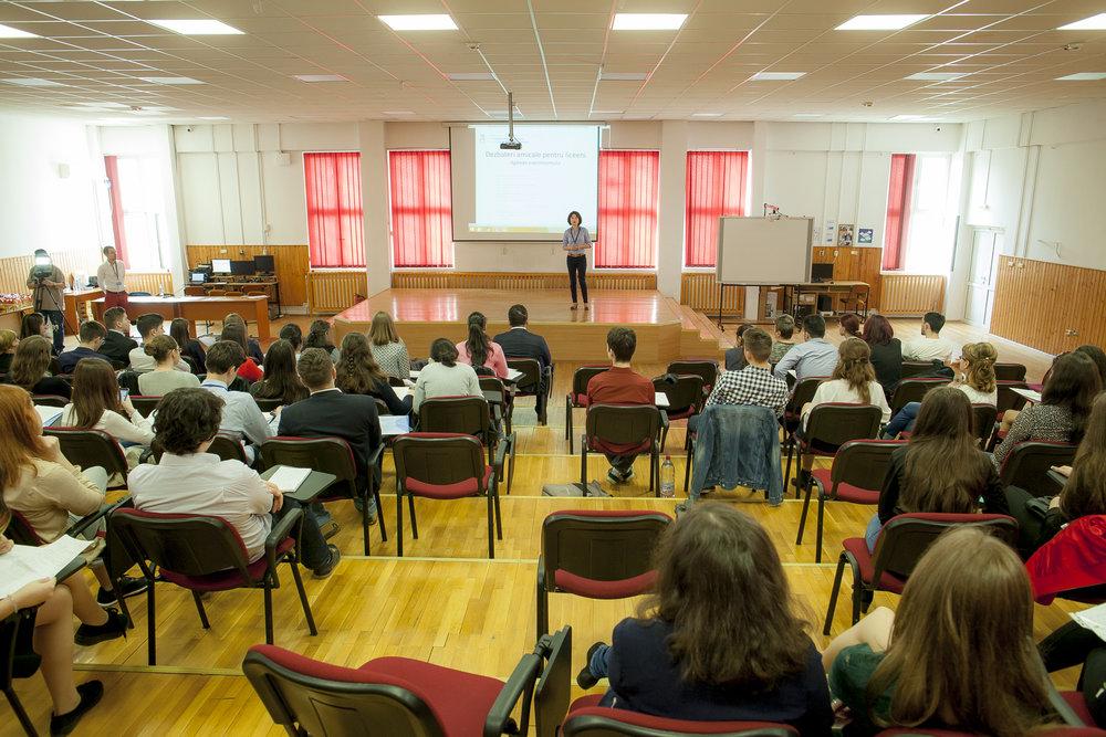ALECS_DezbateriAmicalePentruLiceeni_Aprilie-2016_02.jpg