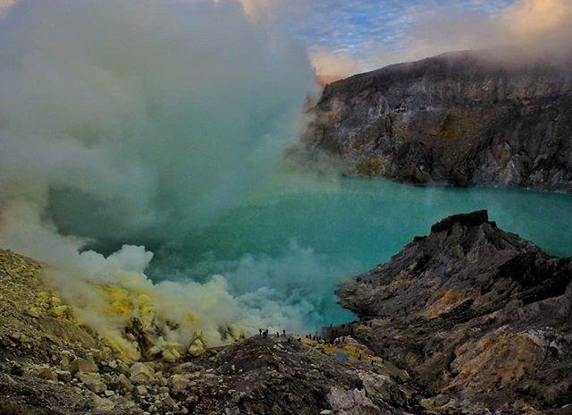Trekked to an active volcano's crater today. Di na rin masama yung Lunes ko. #indonesia #java #banyuwangi #kawahijen