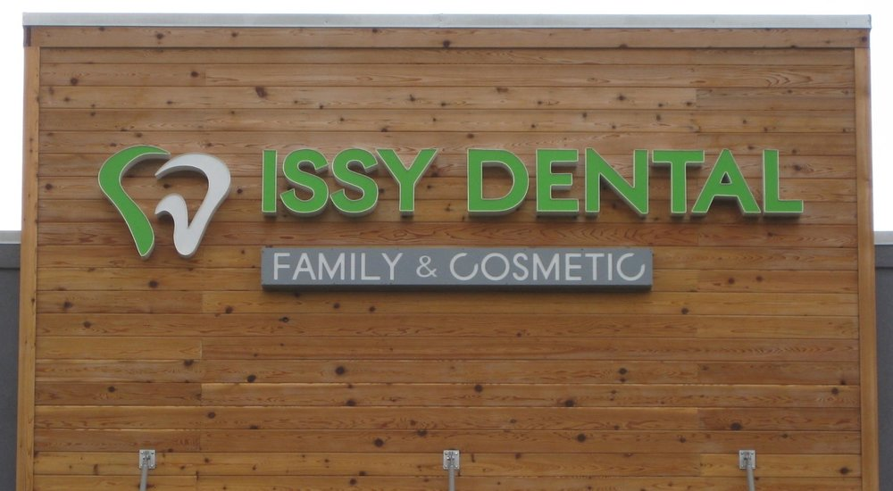 ISSY DENTAL - Individual mounted regular channel letter sign