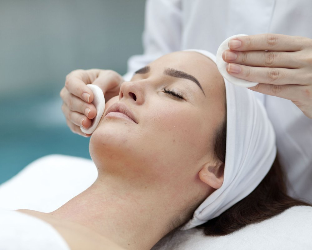 Fundamental Facial - A customized skin treatment to bring your skin back to life. The relaxing session Includes a skin evaluation, an intense cleansing, light exfoliation and a hydrating mask.  The immediately visible results are smooth, firm, youthful-looking skin with a radiant glow. Every session triggers collagen and elastin production for immediately visible results and cumulative benefits over time.