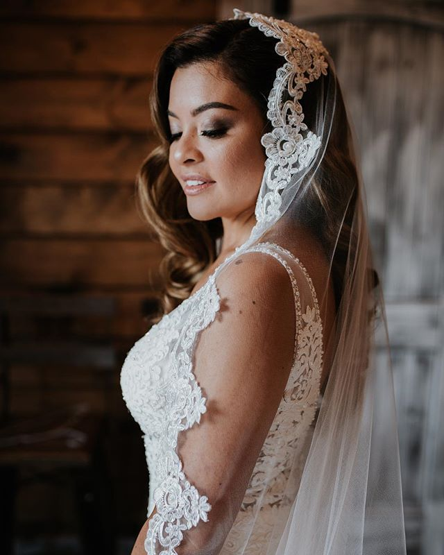 Brides: Veils are always a good idea 🖤