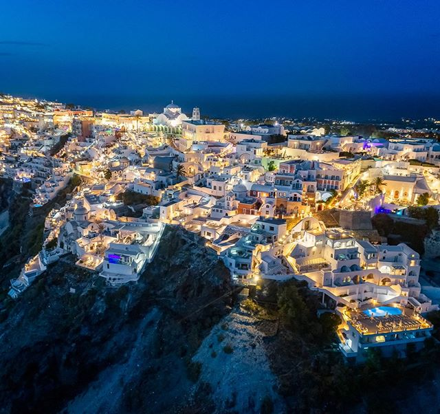 Thira, la nuit. Cest beau!⁣ -⁣ -⁣ -⁣ #thira #santorini #ilovegreece #reasonstovisitgreece #caldera #greecestagram #cyclades_islands #loves_greece #discovergreece #wu_greece #greecetravelgr1_ #greeks #travel_greece #santorinigreece #great_captures_greece #team_greece #ig_greece #visitgreece #perfect_greece #igers_greece #greecelover_gr #oia #ae_greece #ig_greekshots #djiglobal #droneoftheday #dronestagram #iamdji #photocontestgr #life_greece