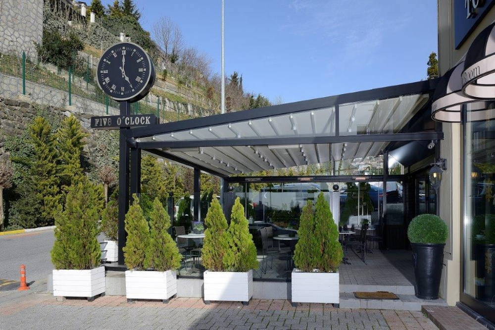 pergola-awning-restaurant-clock-outdoor-terrace.jpg