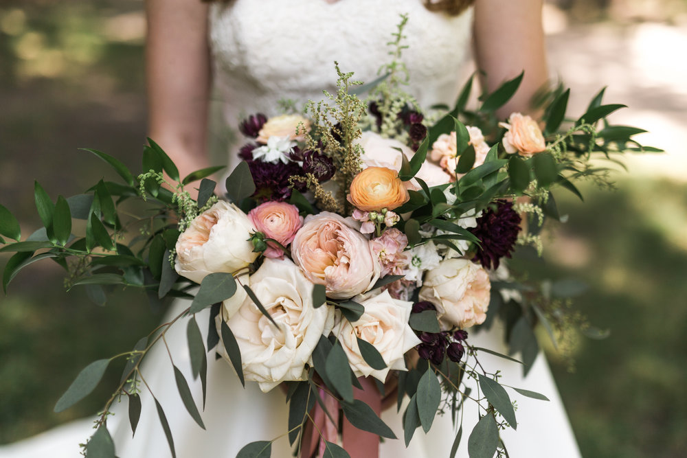 - Floret + Foliage offers a boutique approach to wedding planning & design, with offerings from florals to logistics to papergoods for the modern, organic style bride. Based in North Dakota and available by appointment only.