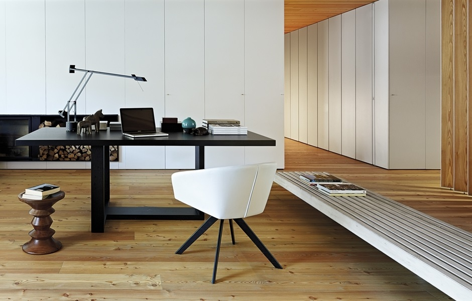 Andreu World Tao | Herman Miller Eames Walnut