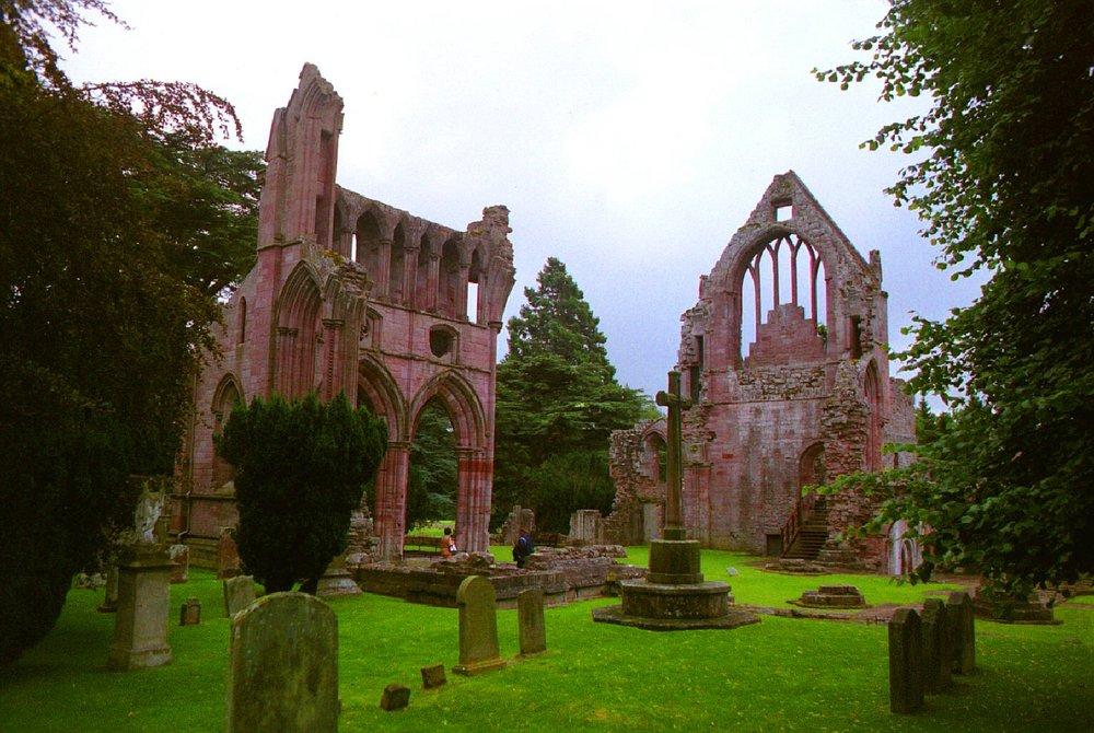 Dryburgh Abbet, Scottish Borders - Day tours with walks from Edinburgh, small group adventures, Roaming Scotland.JPG