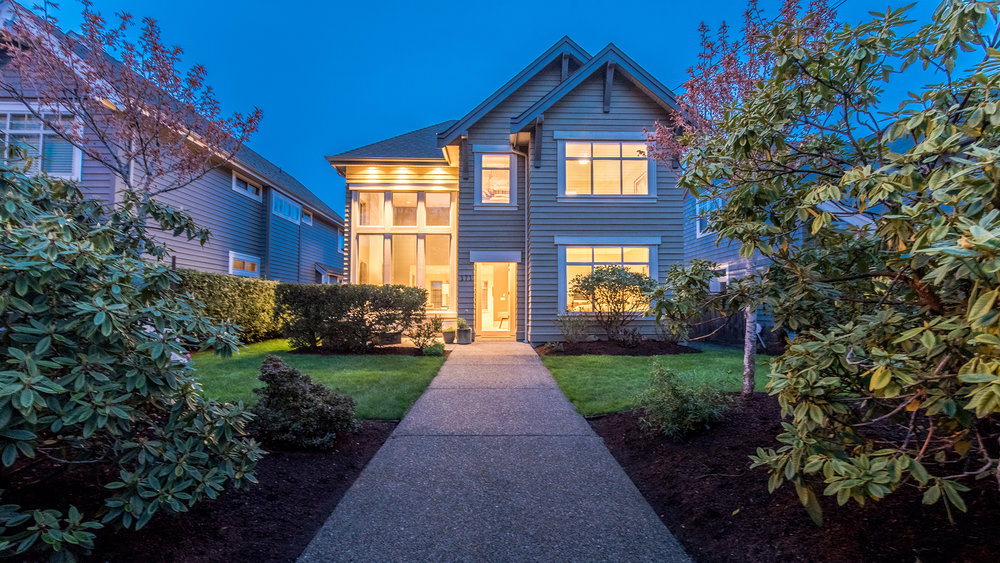 front-entry-sunningdale-road-west-qualicum-beach-home.jpg