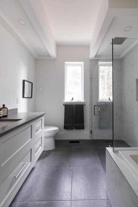 1431 Marina Way Main Bathroom