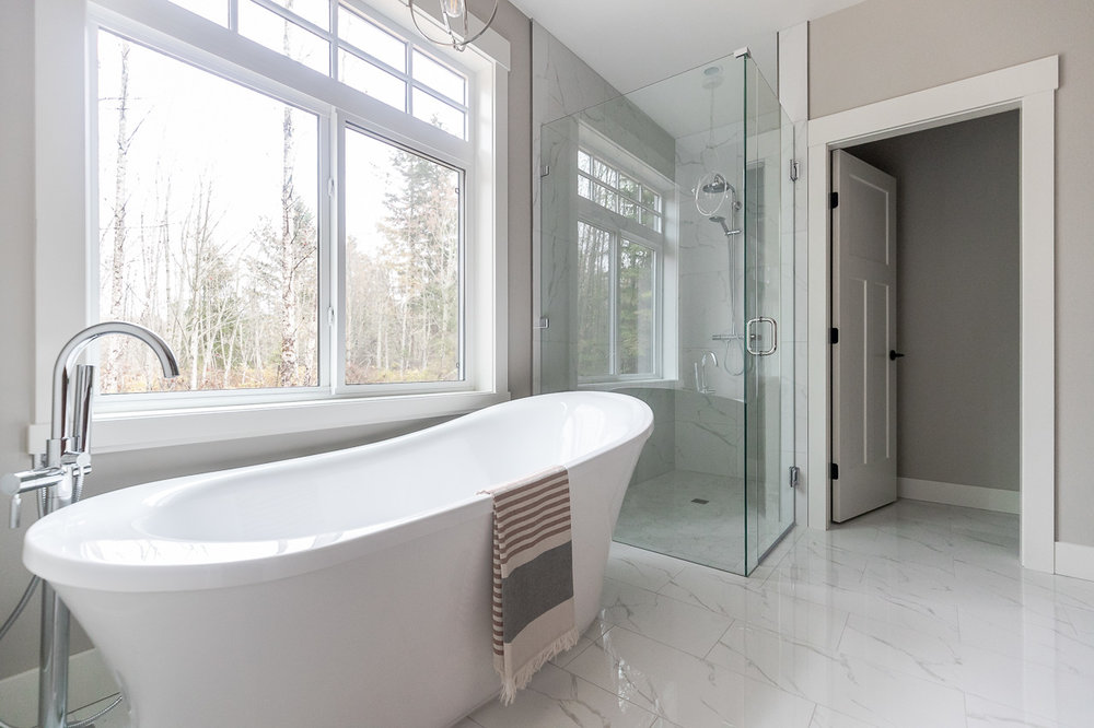 535-elk-trail-errington-parksville-home-for-sale-ensuite-freestanding-tub.jpg