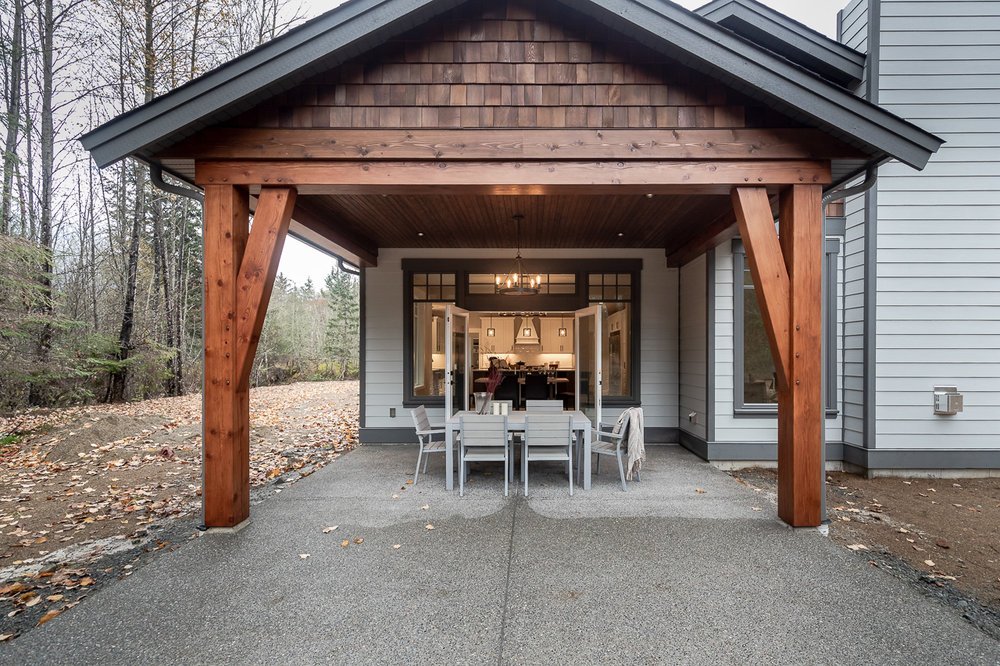 535-elk-trail-errington-parksville-home-for-sale-covered-outdoor-dining.jpg