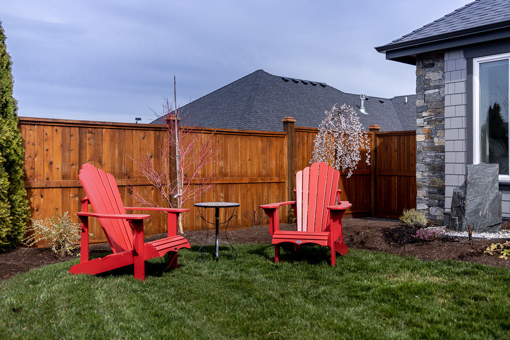 694_lowrys_road_parksville_vancouver_island_home_for_sale_courtyard_seats.jpg