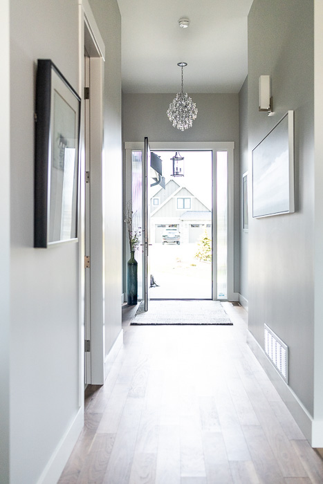 694_lowrys_road_parksville_vancouver_island_home_for_sale_entry_hall.jpg