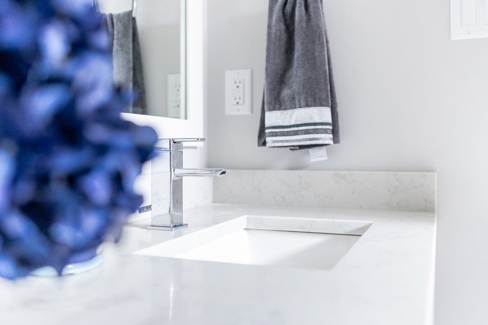 694_lowrys_road_parksville_vancouver_island_home_for_sale_modern_ensuite_faucet.jpg
