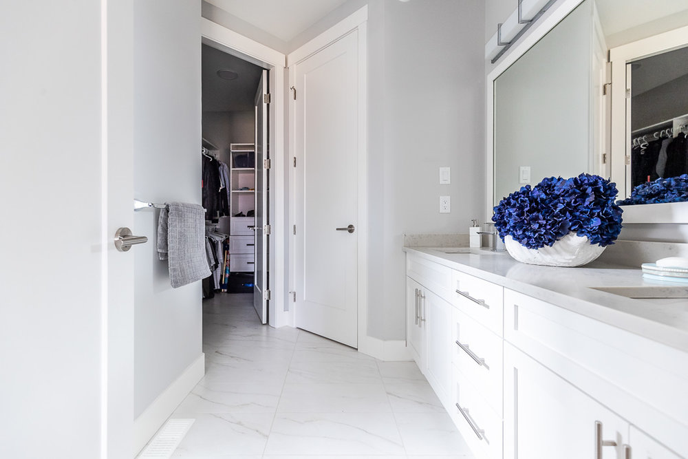 694_lowrys_road_parksville_vancouver_island_home_for_sale_ensuite_walk_in_closet.jpg