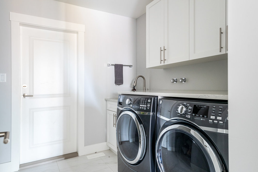 694_lowrys_road_parksville_vancouver_island_home_for_sale_laundry_room.jpg