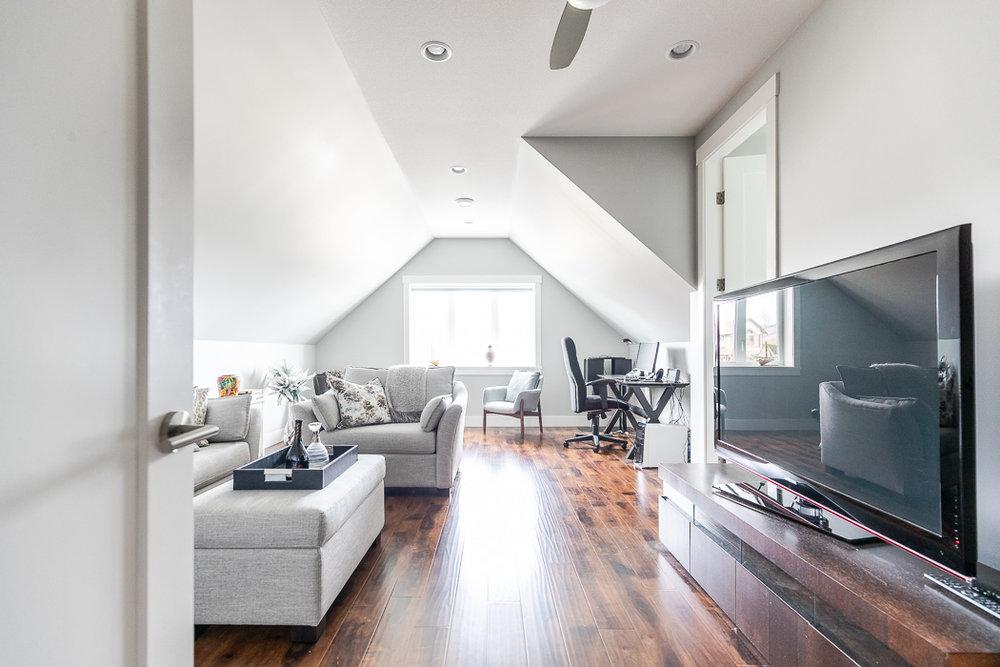 694_lowrys_road_parksville_vancouver_island_home_for_sale_bonus_room.jpg