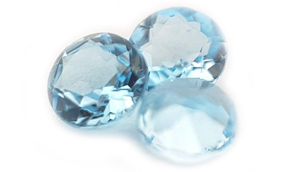 Topaze bleue - RêveuseUn seul rêve est plus puissant qu'un millier de réalités - J. R. R. Tolkien
