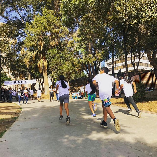 🥇🏃🏽♀️🏃🏽❤️😭Filled with so much love and bliss after yesterday's First Annual #MacarthurMoves 5k // what started off as an idea less  than 2 months ago, asking ourselves: how do we reclaim spaces, increase access to resources, promote wellness,  and highlight the beauty of #macarthurpark ?? A seed event to our vision of #takingbackmacarthurpark ✊🏾👏🏾 and the first 5k in #macarthurpark, EVER! . Thank you to my team #AmericorpsVistas and our +30 #volunteers for helping make this dream happen ! And @dannymejia33 and his organization, Breaking Through Barriers to Succes for donating #harvestbags and #turkeys to each family/student who participated! . Can't wait to plan next year's #macarthurmoves5k 🏃🏽♀️ 🏃🏽 this is 👏🏾just the 👏🏾beginning of our 👏🏾#CommunityBasedCrimeReduction #initiative @ypiusa 👏🏾