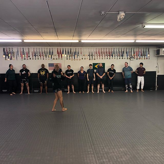 Inaugural Muay Thai class with @guild_athletics Working through some shadow boxing and body weight exercises to get warmed up! #kindredjiujitsu #guildmuaythai #workshopbjj #workshopjjseattle #muaythai #martialarts #kickboxing