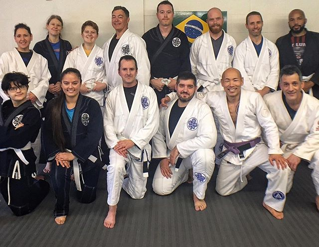 The #whitebelt is the most important belt in your #jiujitsu journey, & making your training experience enjoyable, challenging, and safe is our number one priority. Regardless of your age, athletic ability, or #fitness level, we have a class for you at our school. Stop by to try a free class and see what the #jiujitsulifestyle is all about 🙏🏽🥋🤙🏽#kindredjiujitsu #workshopsea #tecnica #alavanca
