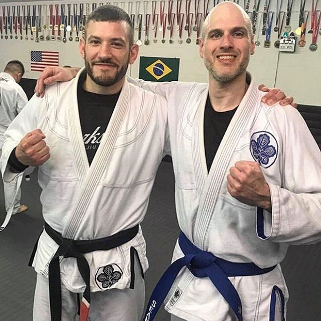 Congratulations to @shibumi462 on his promotion! Belt colors are getting dark at @kindredjiujitsu!🥋🔵🤙🏽 #faixaazul #levelup #bluebelt #kindredjiujitsu #workshopsea #workshopbjj #workshopjjseattle