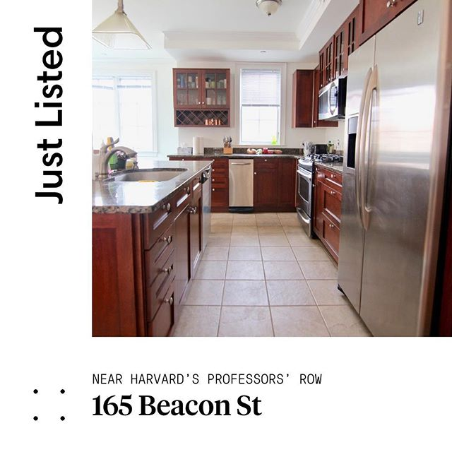 New Listing: Fully renovated 2 bed apartment. Less than a 10 minute walk to Harvard Sq. Cozy up near the working fireplace or enjoy some fresh air out on the connected balcony. The spacious master bedroom features a large walk in closet and garage parking included! DM if you or someone you know would be interested. . . . #somerville #cambridge #realestate #beaconstreet #privatebalcony #rentals