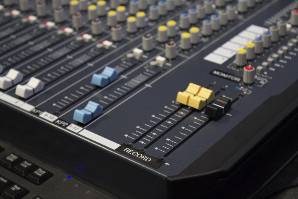 Closeup_Audioboard_switch.jpg
