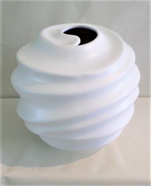 Spiral Vase Round Tom Hammond Studio
