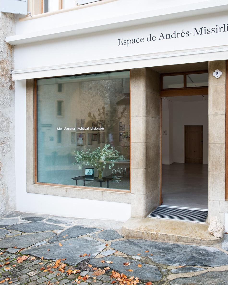 Exposición  Political Disorder del artista  Abel Azcona en  Espace dAM en  Romainmôtier, Suiza .