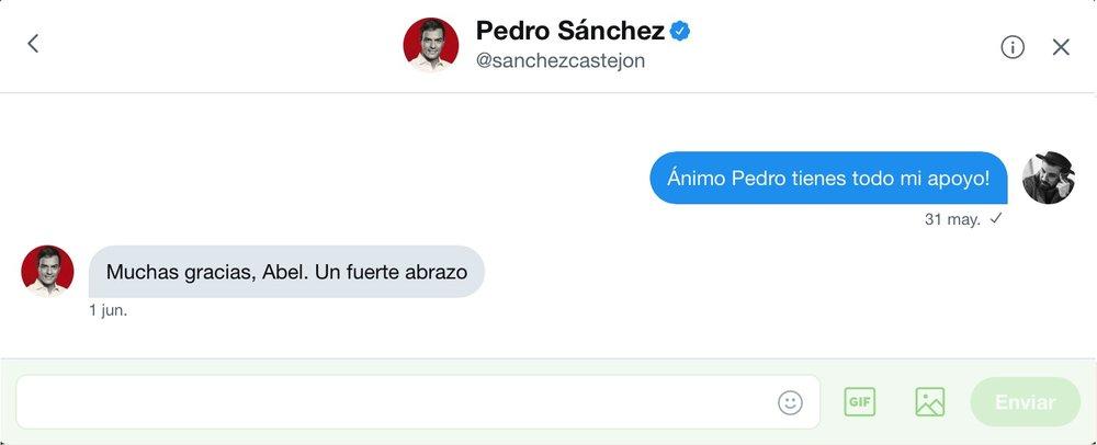 Intercambio de mensajes privados en la red social  Twitter entre el artista  Abel Azcona y  Pedro Sanchez ,Secretario General del  PSOE .