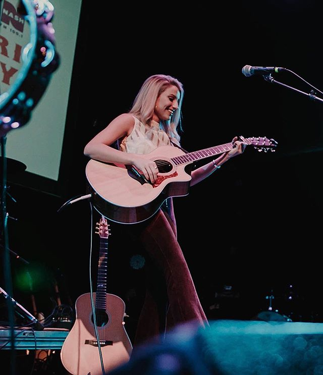 I was smiling this big in 99% of the photos from Saturday night. I love singing to you.  What makes y'all this happy? •• 📷: @kodyferrin  @the_blue_note @murphysfordmusic @porterunion @dirtroadband
