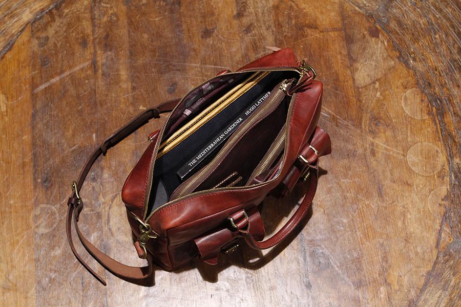 Interior : Signature Plaid Lined. Zipper pocket & Kangaroo pocket