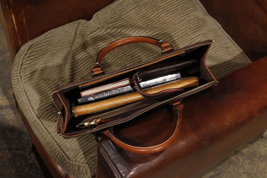 Interior : Micro Suede lined. Zipper Pocket & Kangaroo pocket.