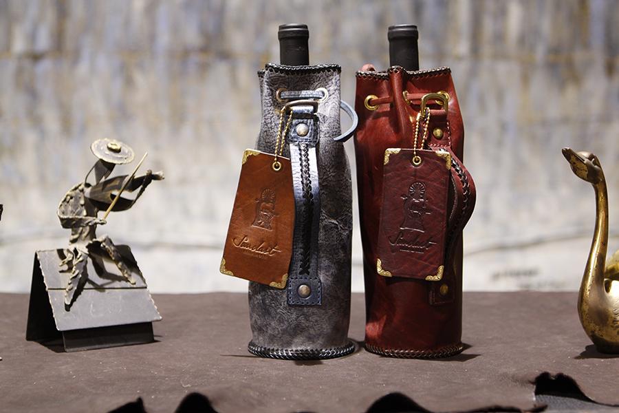 winecase-wineholder-handmadewineholder-leatherwinecase (2).JPG