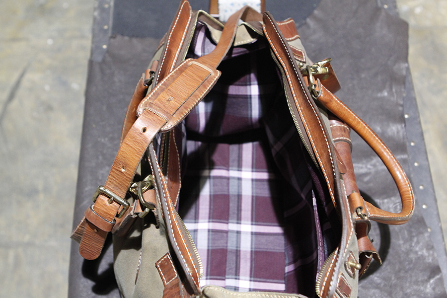 Interior: Plaid Lined.  Zipper Pocket & Pocket