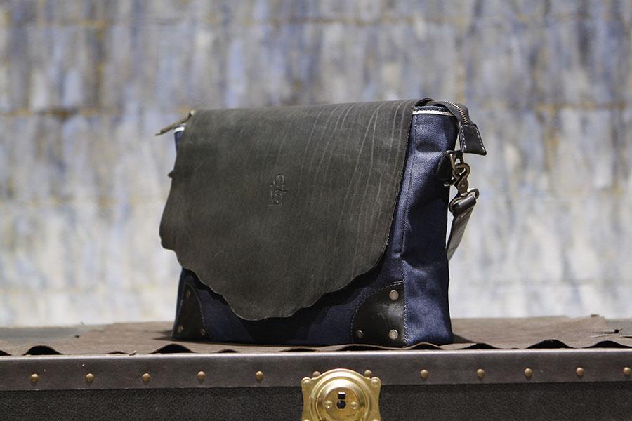 DakotaDenimMessenger-denimmessenger-handmadebag (3).JPG