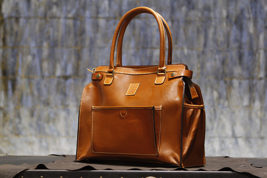 James tote in English Bridle