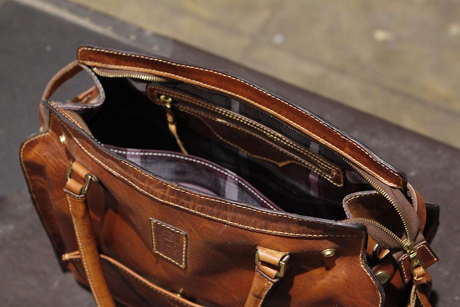 Interior : Zipper pocket & Kangaroo pocket on opposite side & a divider.