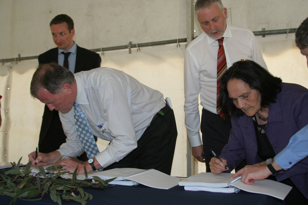 Deputy Premier and AG Rob Hulls signs Recognition & Settlement agreement, Minister Gavin Jennings behind. AUnty Gwen Atkinson signs - by TC.JPG