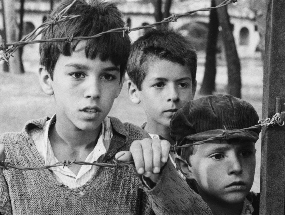 A still from Tomka dhe shokët e tij/Tomka and his friends (1977).