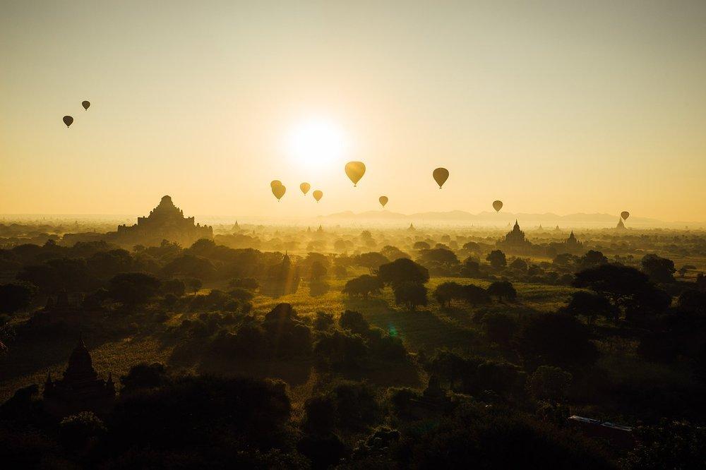 enjoy an unforgettable ballon ride...
