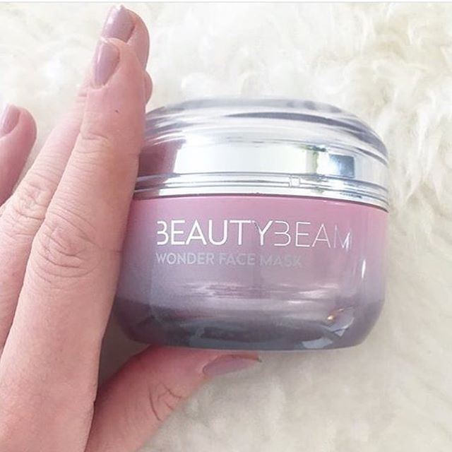 God fredag💕🌟👌🏻 @vitalillehammer #beautybeam #wonderfacemask #dragonblood #hyaloronicacid