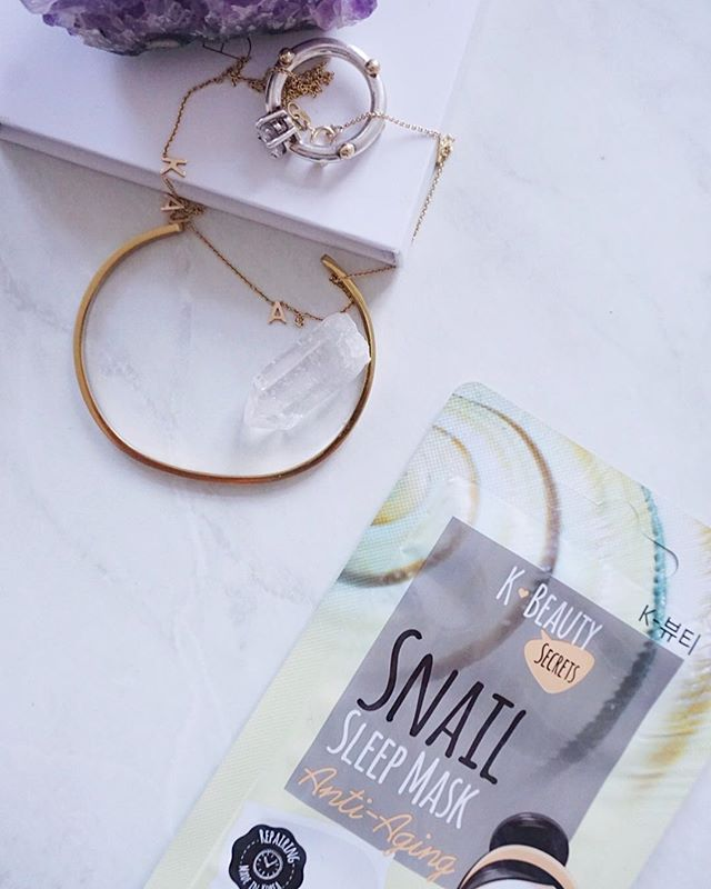 Frinally time to catch up on some sleep✨✨ our snail sleep mask helps fade acne scars and fine lines as well as hydrates your skin - perfect for getting ready for the weekend ahead!