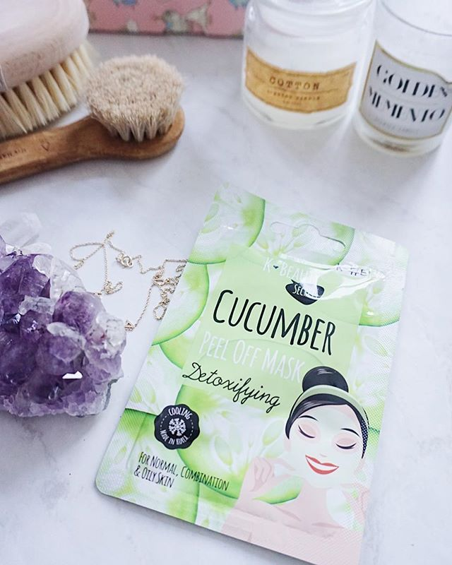 Hello Wednesday! Perk up your skin with our Cucumber peel off face mask🥒 Cucumber cools and hydrated the skin in addition to calming sensitive skin types.